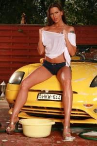 car wash girls - 1 - 1493258_734493179969643_352021998165759789_n