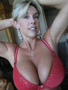 hot chicks and free money - 1 - 11025664_1563497463901210_5972337937897393105_n